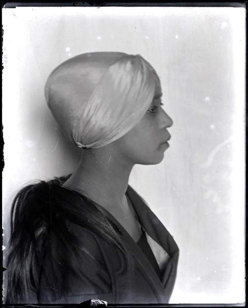 AichaGoblet-ManRay-1922